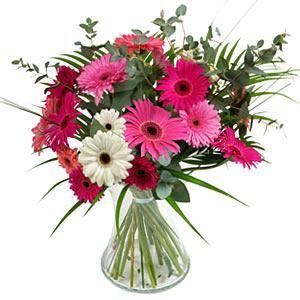 15 adet gerbera ve vazo çiçek tanzimi  Tokat çiçek gönderme sitemiz güvenlidir