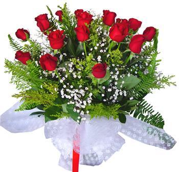 11 adet gösterisli kirmizi gül buketi  Tokat yurtiçi ve yurtdışı çiçek siparişi