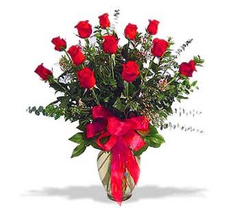çiçek siparisi 11 adet kirmizi gül cam vazo  Tokat çiçek gönderme sitemiz güvenlidir