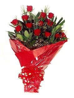 12 adet kirmizi gül buketi  Tokat online çiçekçi , çiçek siparişi