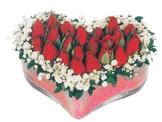Tokat anneler günü çiçek yolla  mika kalpte kirmizi güller 9