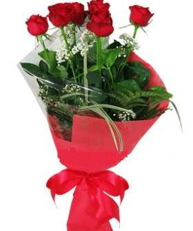 5 adet kırmızı gülden buket  Tokat internetten çiçek satışı
