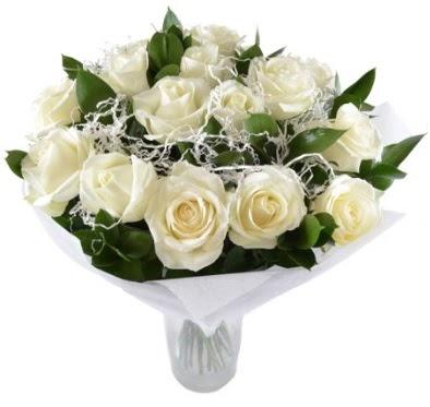 15 beyaz gül buketi sade aşk  Tokat hediye sevgilime hediye çiçek