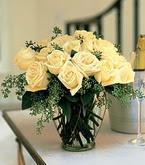 Tokat güvenli kaliteli hızlı çiçek  11 adet sari gül mika yada cam vazo tanzim