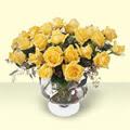 Tokat anneler günü çiçek yolla  11 adet sari gül cam yada mika vazo içinde