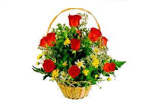 ahsap sepet kirmizi güller   Tokat online çiçekçi , çiçek siparişi