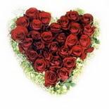 kalp biçiminde 15 gülden   Tokat çiçekçiler