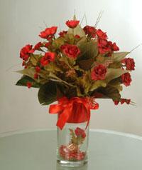 yapay güllerden vazo  9 gül  Tokat çiçekçi telefonları