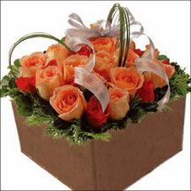 kare sandikta 11 gülllerden   Tokat kaliteli taze ve ucuz çiçekler