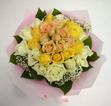 sari ve beyaz gül karisimda   Tokat çiçek online çiçek siparişi
