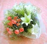 Tokat uluslararası çiçek gönderme  lilyum ve 7 adet gül buket