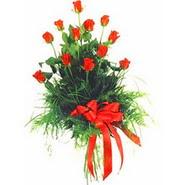 12 adet kirmizi gülden buket   Tokat uluslararası çiçek gönderme