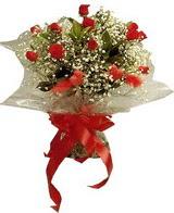 12 adet kirmizi gül buketi   Tokat uluslararası çiçek gönderme