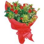 10 adet kirmizi gül buketi  Tokat uluslararası çiçek gönderme