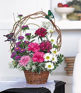 Tokat çiçek gönderme  sepet içerisinde karanfil gerbera ve kir çiçekleri