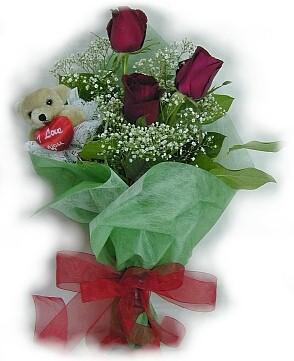3 adet gül ve küçük ayicik buketi  Tokat çiçek yolla