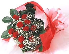 12 adet kirmizi gül buketi  Tokat çiçek yolla