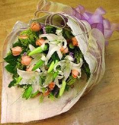 Tokat yurtiçi ve yurtdışı çiçek siparişi  11 ADET GÜL VE 1 ADET KAZABLANKA