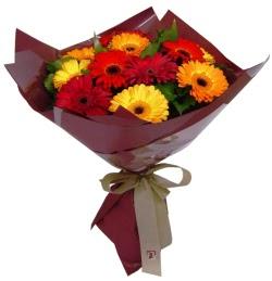 Tokat yurtiçi ve yurtdışı çiçek siparişi  13 ADET KARISIK GERBERA BUKETI