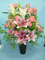 Tokat yurtiçi ve yurtdışı çiçek siparişi  cam vazo içerisinde 21 gül 1 kazablanka