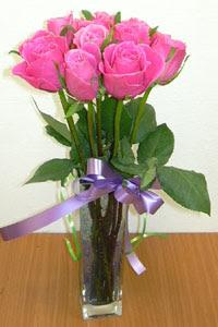 cam vazo içerisinde 11 adet gül  Tokat yurtiçi ve yurtdışı çiçek siparişi