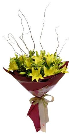 Tokat kaliteli taze ve ucuz çiçekler  5 adet lilyum dan buket sade ve sik