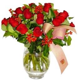 Tokat kaliteli taze ve ucuz çiçekler  11 adet kirmizi gül  cam aranjman halinde