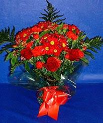 Tokat çiçek mağazası , çiçekçi adresleri  3 adet kirmizi gül ve kir çiçekleri buketi