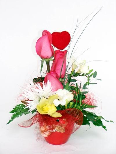 Tokat çiçek servisi , çiçekçi adresleri  cam içerisinde 3 adet gül ve kir çiçekleri