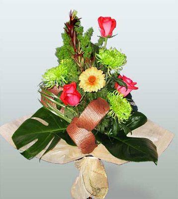 Tokat çiçek servisi , çiçekçi adresleri  3 adet gül 4 adet gerbera çiçegi sade buket