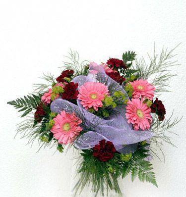 gerbera ve kir çiçeklerinden demet tanzimi  Tokat çiçek gönderme