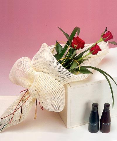 3 adet kalite gül sade ve sik halde bir tanzim  Tokat çiçek yolla , çiçek gönder , çiçekçi