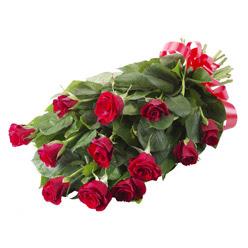 11 adet kirmizi gül buketi  Tokat internetten çiçek siparişi