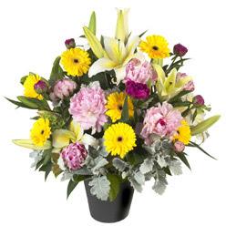karisik mevsim çiçeklerinden vazo tanzimi  Tokat çiçekçi telefonları