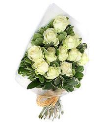 Tokat çiçek siparişi vermek  12 li beyaz gül buketi.