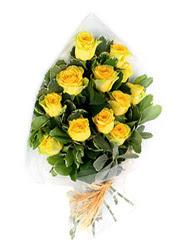 Tokat çiçekçiler  12 li sari gül buketi.