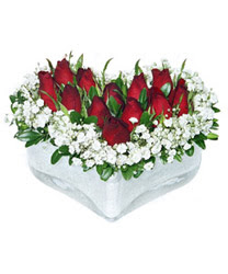 Tokat çiçek yolla , çiçek gönder , çiçekçi   mika kalp içerisinde 9 adet kirmizi gül