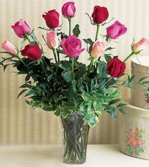 Tokat çiçek siparişi sitesi  12 adet karisik renkte gül cam yada mika vazoda