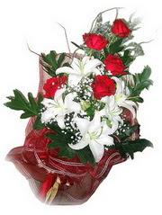 Tokat internetten çiçek satışı  5 adet kirmizi gül 1 adet kazablanka çiçegi buketi