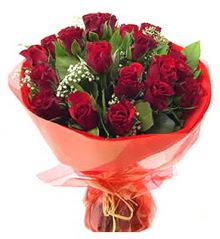 Tokat çiçek , çiçekçi , çiçekçilik  11 adet kimizi gülün ihtisami buket modeli