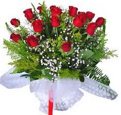 Tokat hediye sevgilime hediye çiçek  12 adet kirmizi gül buketi esssiz görsellik