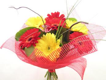 9 adet gerbera çiçeklerinden buket  Tokat hediye sevgilime hediye çiçek