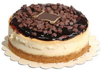 pasta yolla 4 ile 6 kisilik çikolatali yas pasta  Tokat çiçek gönderme sitemiz güvenlidir