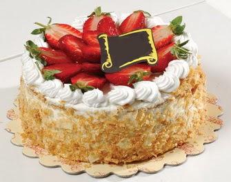 uygun pastaneler 4 ile 6 kisilik çilekli yas pasta lezzetli  Tokat İnternetten çiçek siparişi