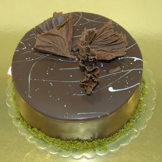 pastaci ustamizdan 4 ile 6 kisilik fistikli çikolatali yaspasta  Tokat çiçekçi mağazası