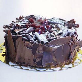 pasta yolla 4 ile 6 kisilik visneli çikolatali yas pasta  Tokat güvenli kaliteli hızlı çiçek