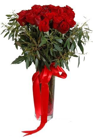 15 adet kirmizi gül cam vazo içerisinde  Tokat yurtiçi ve yurtdışı çiçek siparişi