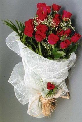 10 adet kirmizi güllerden buket çiçegi  Tokat internetten çiçek siparişi
