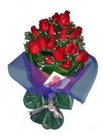 12 adet kirmizi gül buketi  Tokat çiçek gönderme sitemiz güvenlidir