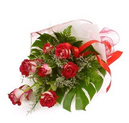 Çiçek gönder 9 adet kirmizi gül buketi  Tokat İnternetten çiçek siparişi